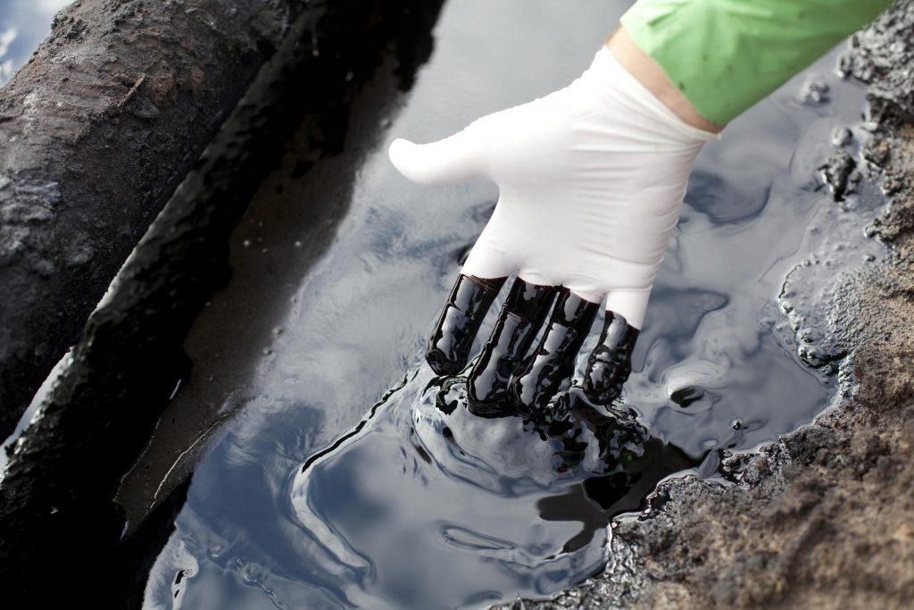Устранение разливов нефти на поверхности океана с помощью магнитов